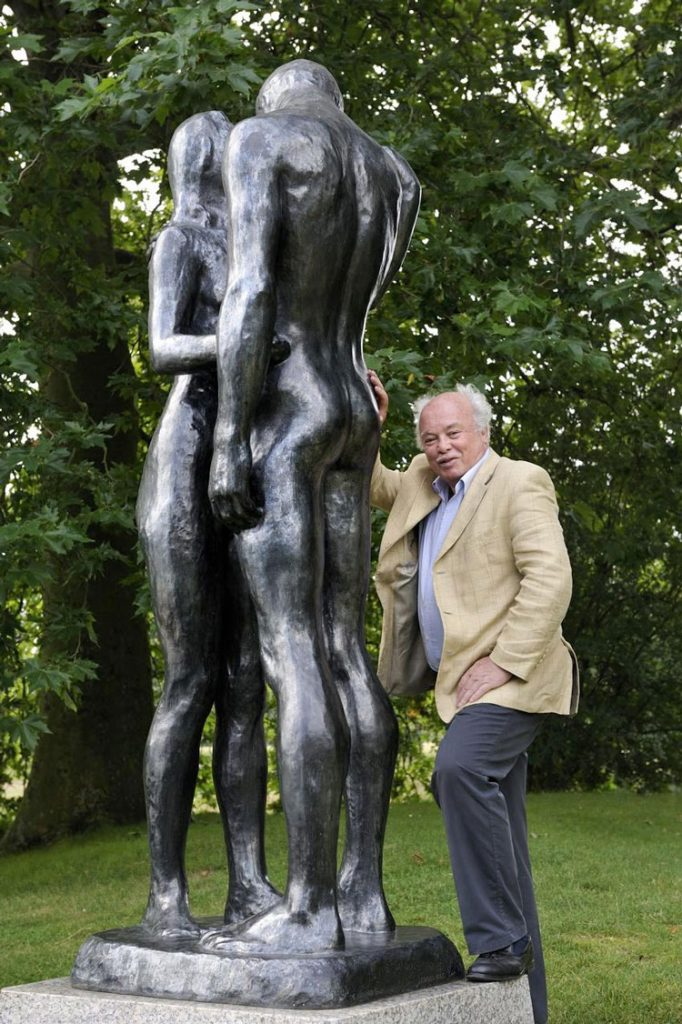 The sculptor with his work