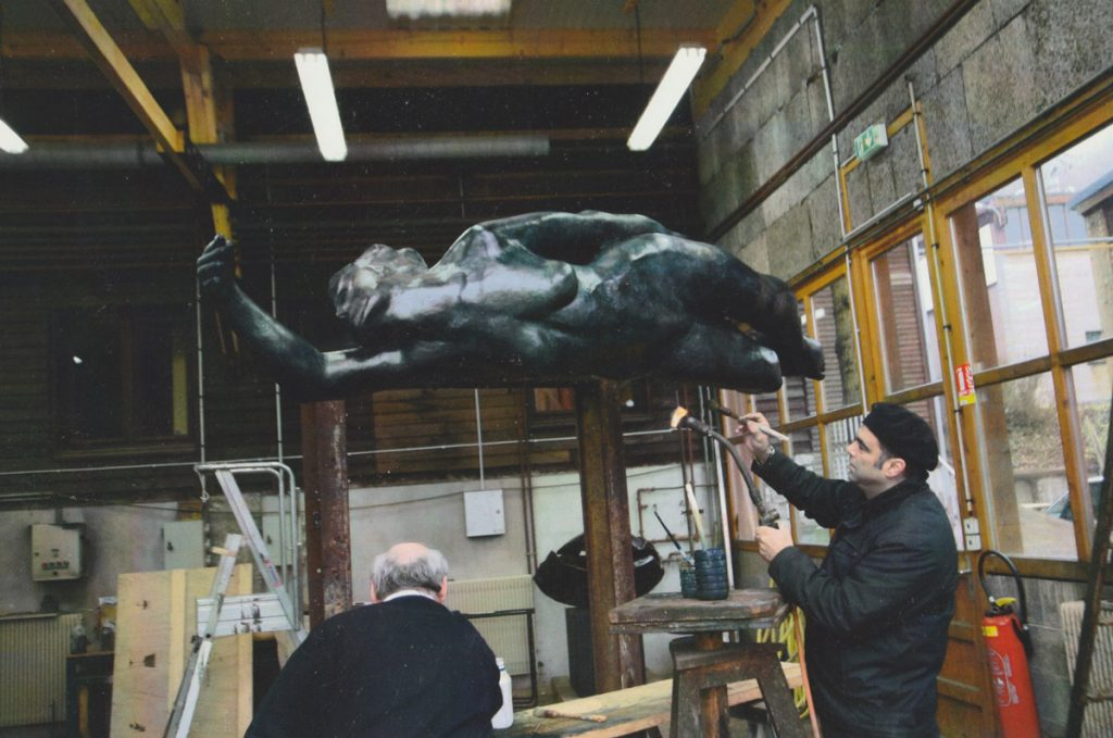 """The Swimmer"" (L 220 cm) gets its patina at Fonderie de Coubertin"