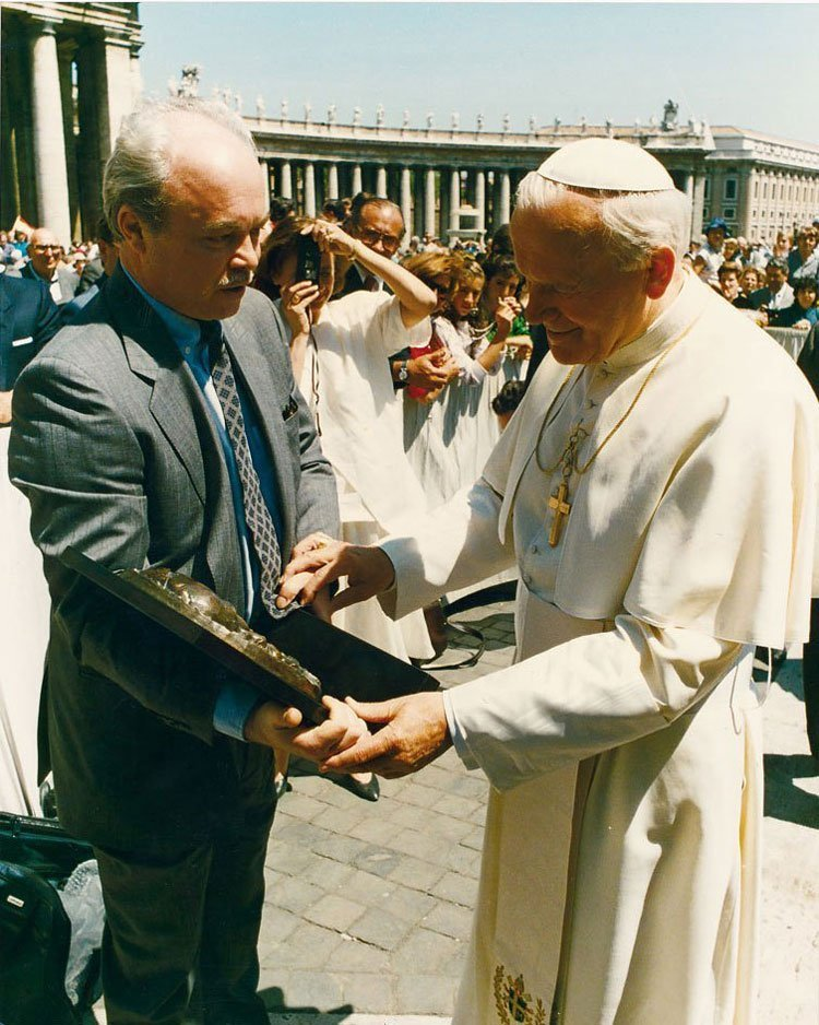 Pope Johannes Paulus II receiving Gudmar at The Vatican (1986)