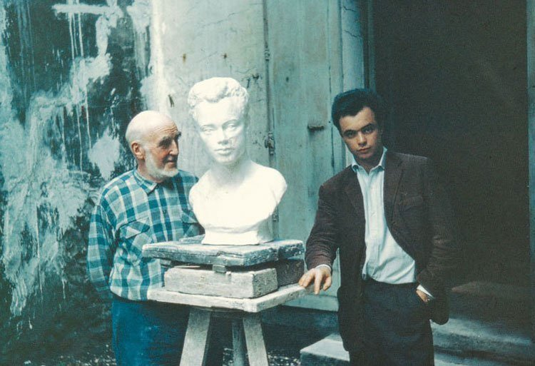 Sculptor Paul Cornet with his portrait of Gudmar (1963)