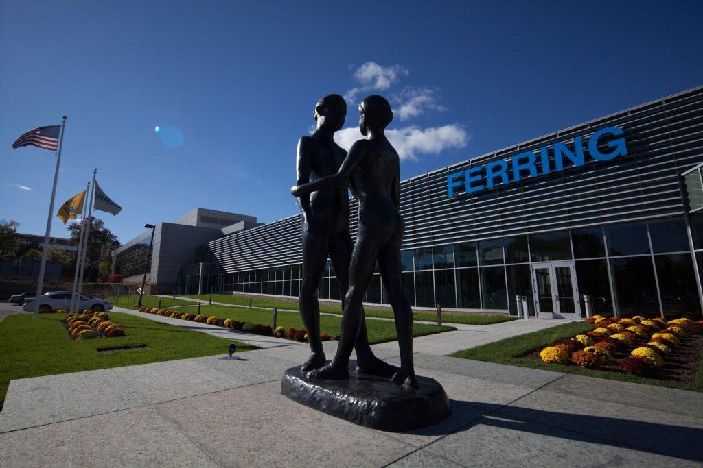 Les Deux Soeurs - H. 240 cm, bronze (Ferring Pharmaceuticals, New Jersey, USA)