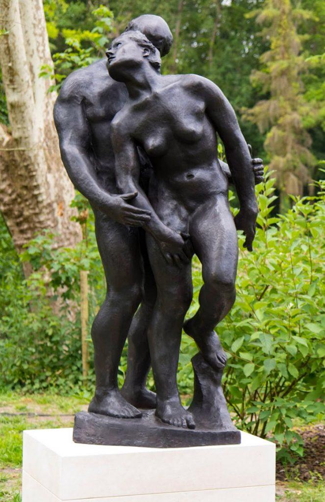 """La Chute, 1980<br>Epreuve en bronze, no. 1/8<br>Fonte au sable, Petterson Konstgjuteri<br>Signé """"Gudmar""""<br>H. 220 cm"""